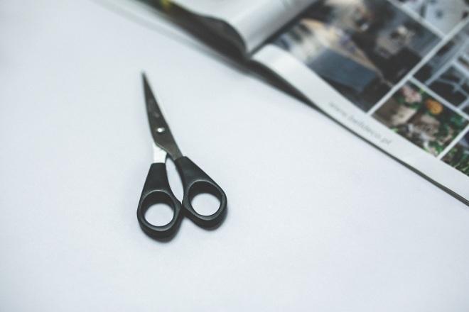 kaboompics.com_Black scissors2