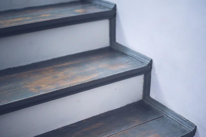 kaboompics.com_Vintage stairs